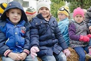 Traktorfahrt zum Erntedankfest im Kindergarten Neufeld, 30.09.2015