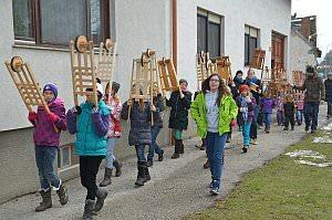 Osterratschen in Neufeld, 28.03.2013