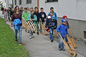 Osterratschen in Neufeld, 19.04.2014
