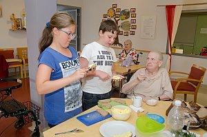VS Neufeld Gesunde Ernährung kocht im Pflegeheim, 15.06.2015