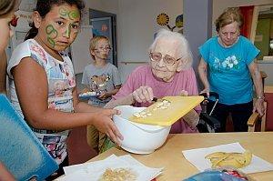 VS Neufeld Gesunde Ernährung kocht im Pflegeheim, 16.06.2014