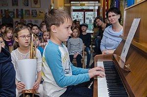 VS Neufeld: Konzert in der Schulaula, 23.12.2016