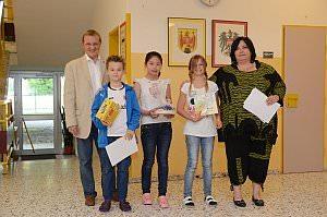 Siegerehrung zur Kids-Olympiade in der VS Neufeld, 27.06.2013