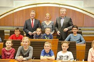 VS Neufeld besucht Landeshauptmann Niessl, 14.04.2015